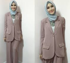 Model Baju Kerja Wanita Berjilbab
