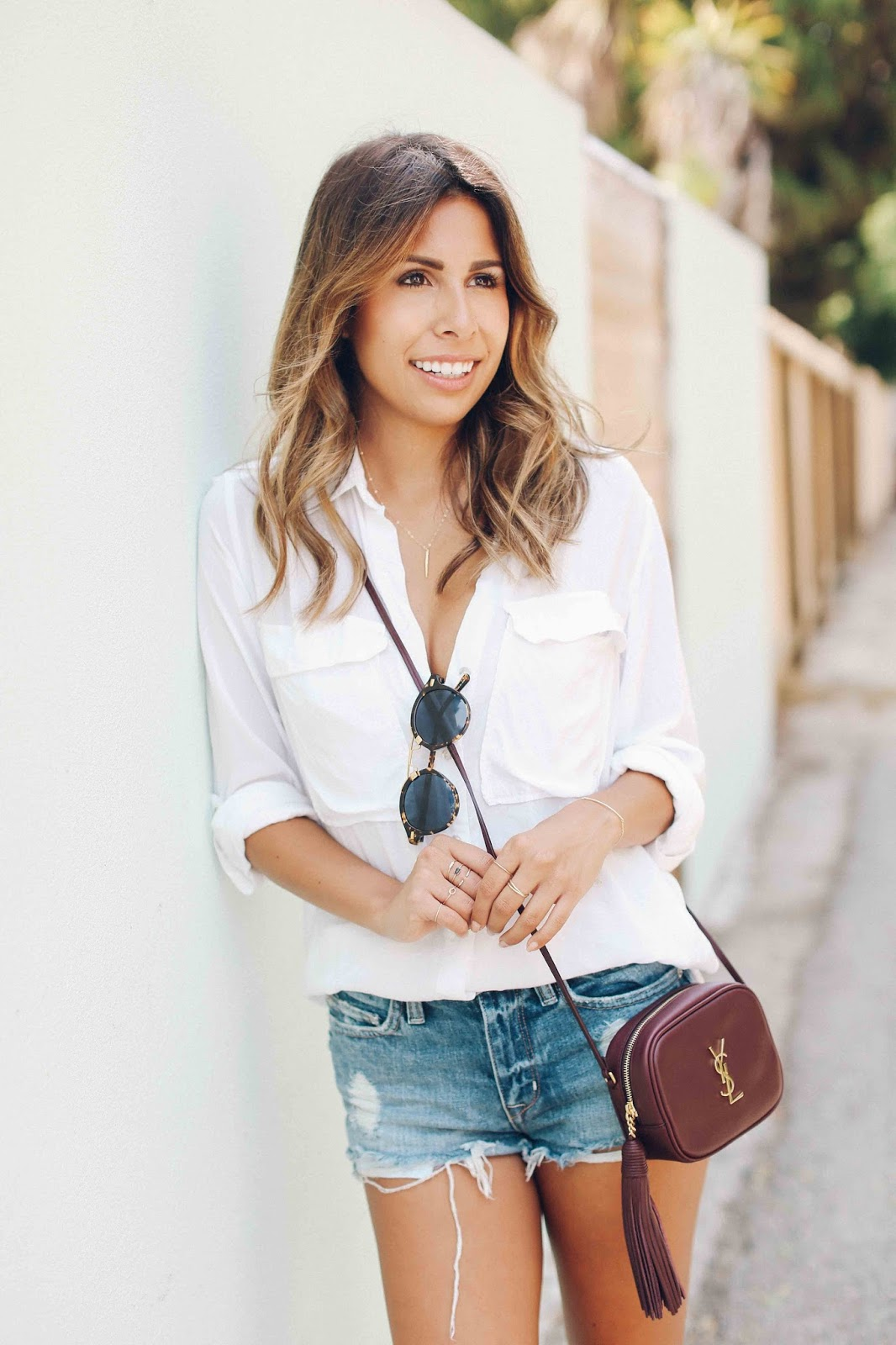 how to wear denim shorts with designer bag, casual denim shorts