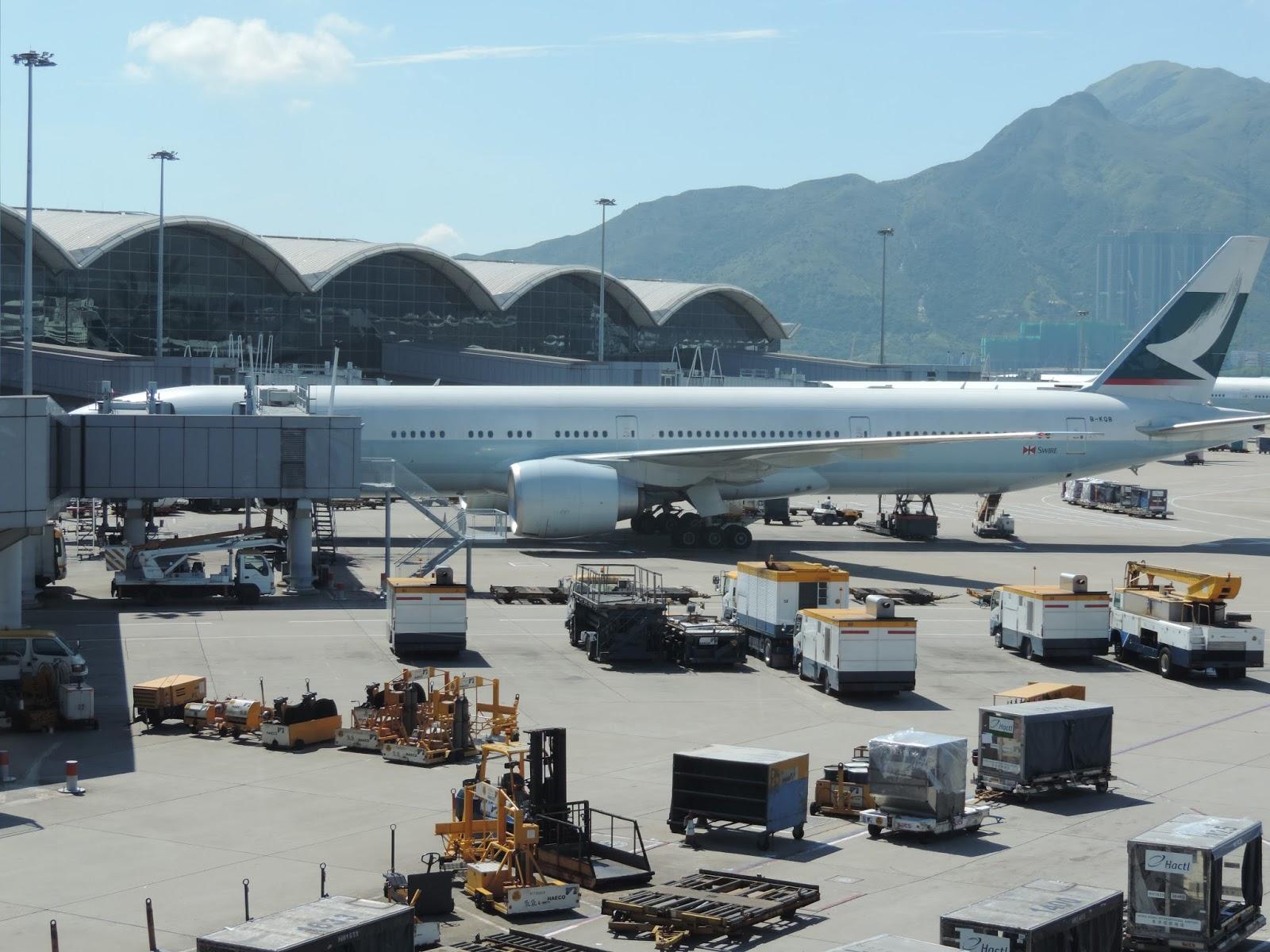 許自己一個飛行的夢: [中華航空] 11 AUG 2013 CI 904 香港HKG→臺北TPE X艙 39C Gate 32