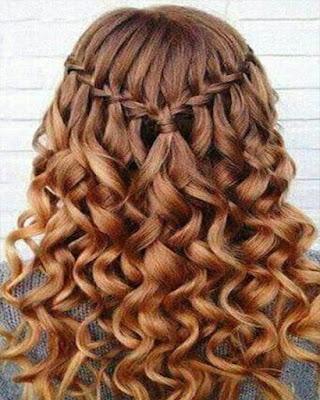 peinado rizado con trenza