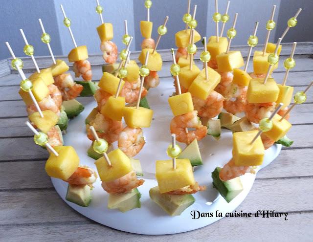 Brochettes apéritives exotiques : mangue, crevettes coco-curry et avocat