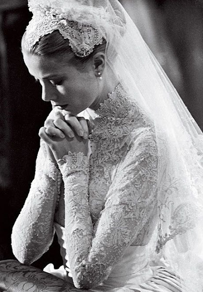 a biography of grace kelly a hollywood actress who married a prince Grace kelly was an american actress and fashion icon renowned for her flawless beauty and stylish elegance she married rainier iii, prince of monaco in 1956, and became the glamorous princess grace of monaco.