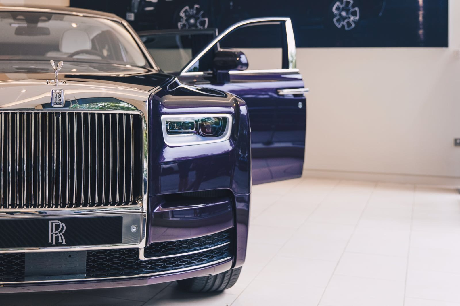 New Rolls-Royce Phantom Makes A Stop At A London ...
