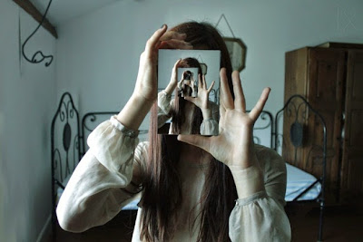 En los límites de lo posible: el espejo posmoderno, Francisco Acuyo