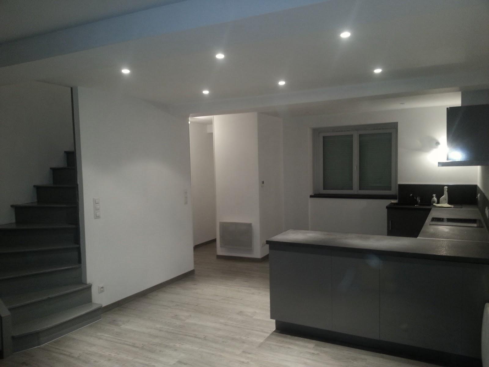 cuisine quip e pour petit espace. Black Bedroom Furniture Sets. Home Design Ideas