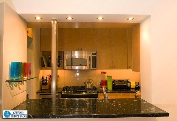 Agrega algunos elementos de color en tu cocina