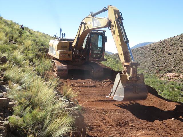 Auf dem CERRO CHICO soll jetzt der Entelturm gebaut werden. Sistema ENLACE der Hügel vor Esmoraca ist jetzt auch unser PUNTO ENTEL für Mojinete.