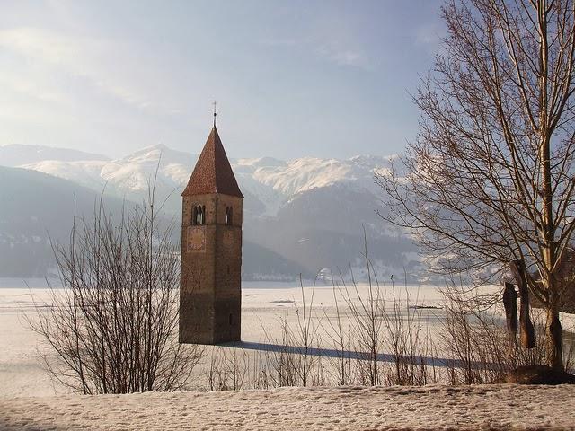 campanile lago resia inverno Sudtirolo