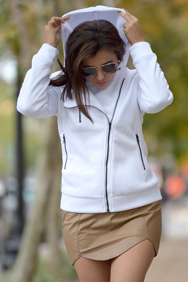 Wearing: Skirt/Falda: Choies (Similar Here) Boots/Botas: DBDK (Similar Here) Coat/Abrigo: Choies
