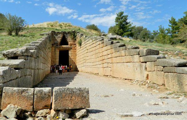 Micenas, entrada da tumba real conhecida como Tesouro de Atreu