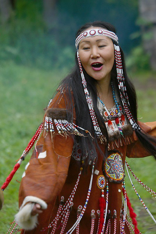 http://2.bp.blogspot.com/-ZrZxUh04b4U/UA_L_QEIDiI/AAAAAAAAFSo/mmpDviDqSeY/s1600/beautiful+dancer+in+regalia.jpg American