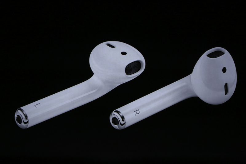 Apple S Airpods Are Smart And Ugly Wireless Earbuds With A