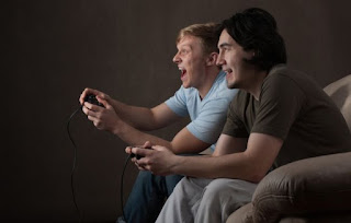 Kenapa cewek males sama cowok gamer?