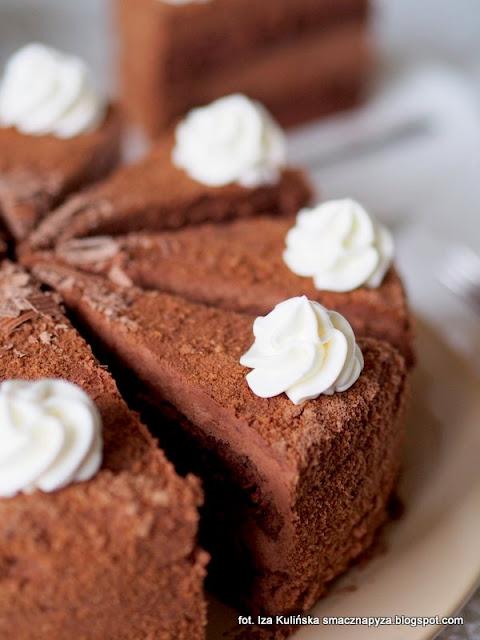 torcik czekoladowy, mus czekoladowy, czekolada, amaretto, ciasto czekoladowe, biszkopt budyniowy,  smaczna pyza, ciatso na niedziele, ciasta domowe