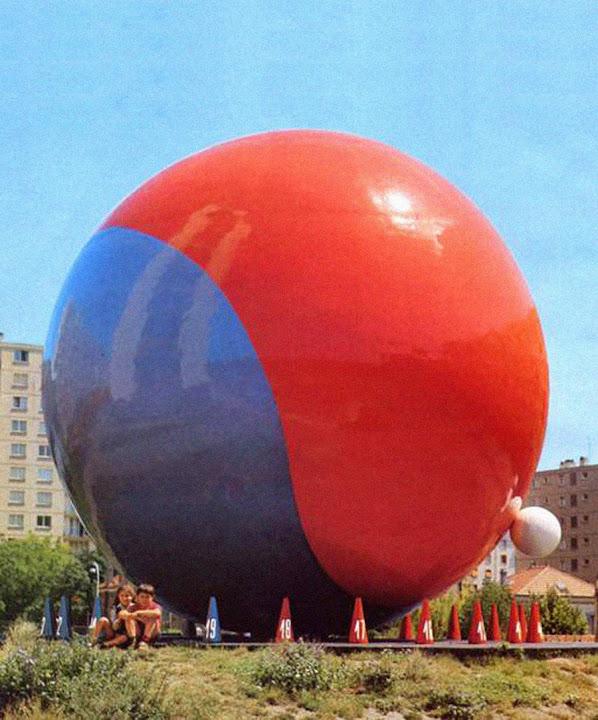 Vitry-sur-Seine - La Boule, Horloge - Square de l'Horloge  Sculpteur: Pierre Székely  Projet / réalisation: 1972 - 1974  détruite