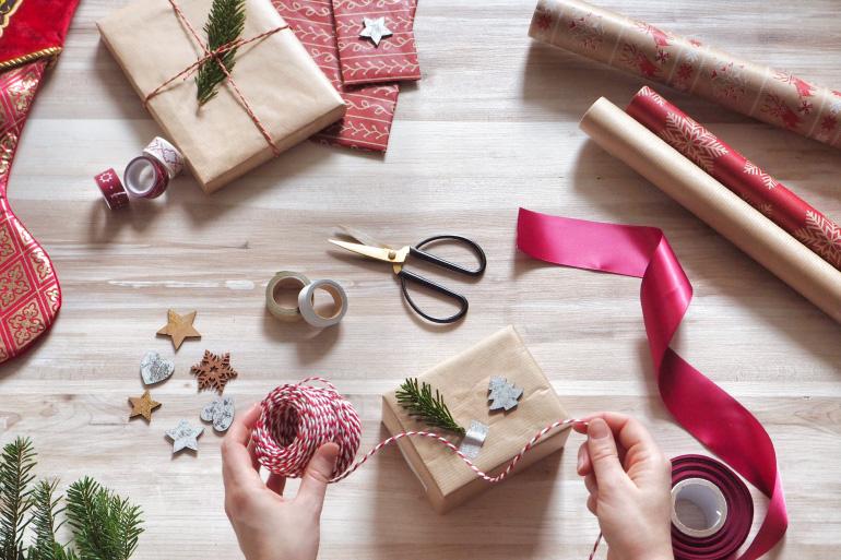 Personnalisation des paquets cadeaux pour Noël