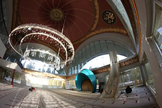 Desain interior masjid Sakirin Turki
