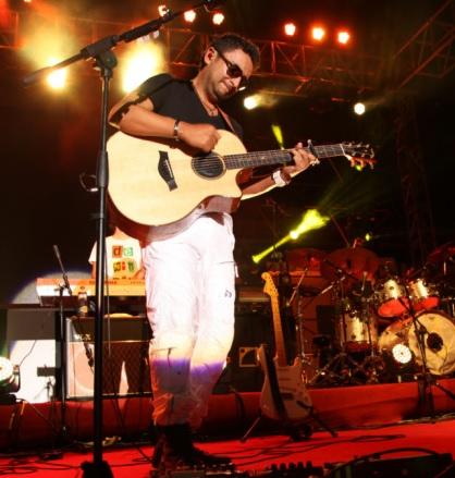 Foto de Alex Campo en el escenario