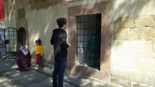 Harun İstenci Hz. Pir Şeyh Şaban-ı Veli türbesinde dua ediyor. Kastamonu - Nisan 2019