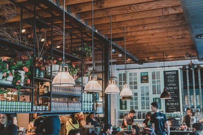 Wzorce jedzenia mogą być wykorzystywane w podkreślaniu statusu społecznego- fot. Rod Long / unsplash.com CC0 1.0