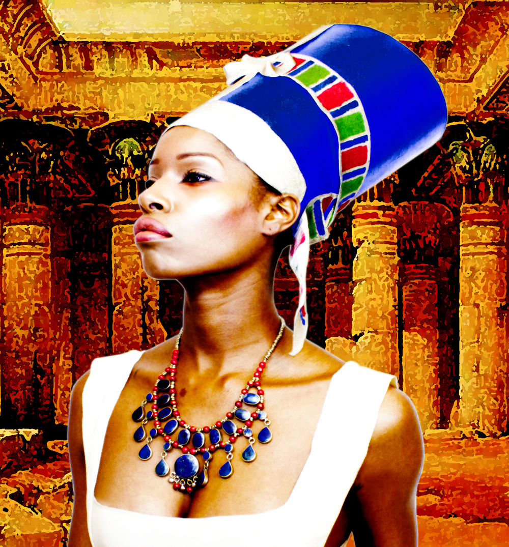 พระราชินี: พระราชินีทรงสวมชุดอียิปต์โบราณ (มนุษย์จริงๆ