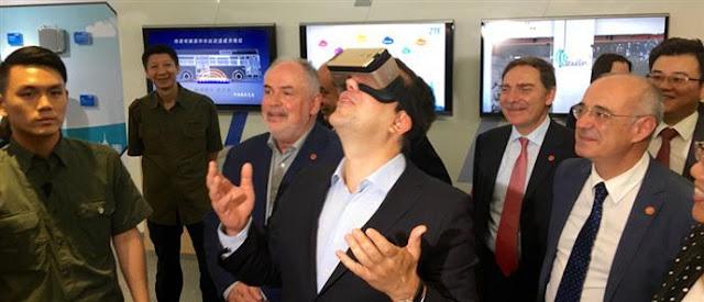 O Πρωθυπουργός της εικονικής πραγματικότητας