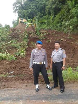 Kasi Propam dan Kasiwas Polres Banjar Pantau Tim Pekerja Pengerlukan, Pemerataan Lahan Tanah