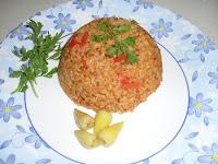 lezzetli yaz domatesleri ile pişirilmiş bulgur pilavı