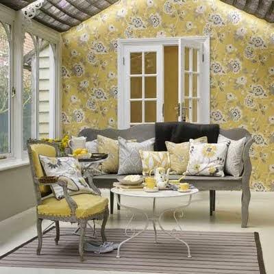 sala en amarillo y gris