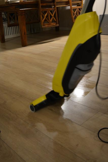 kärcher lattiapeuri käytössä