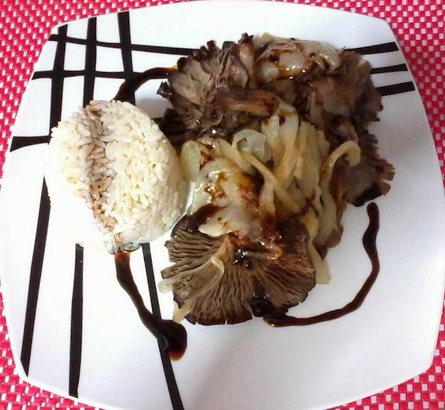 Cogumelos assados com cebola