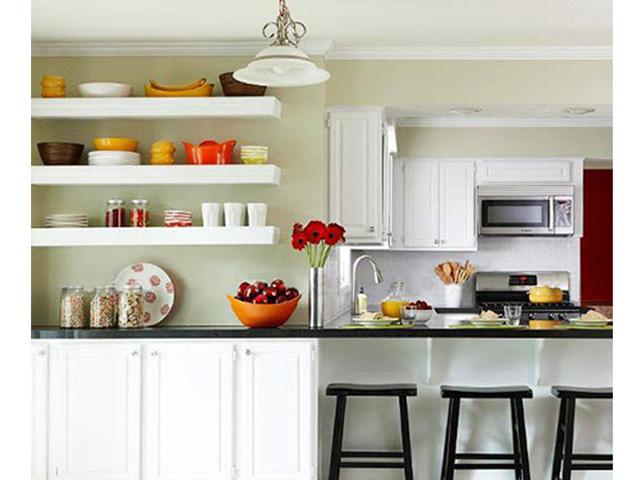 Cách bày trí nhà bếp nhỏ - sử dụng kệ thay thế tủ