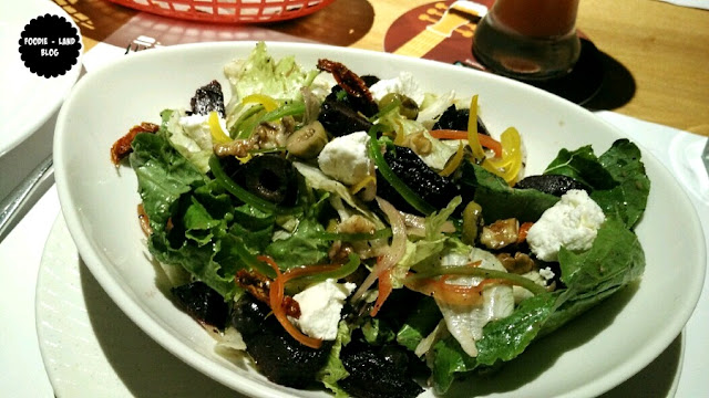 Roasted beetroot and goat cheese salad @ Ministry of Pizza | Koramangala | Bangalore