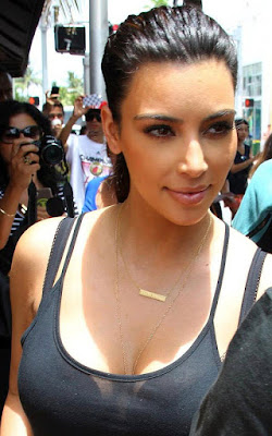 Kim Kardashian gold bar necklace