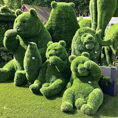 Chelsea Flower Show 2017 bear topiaries