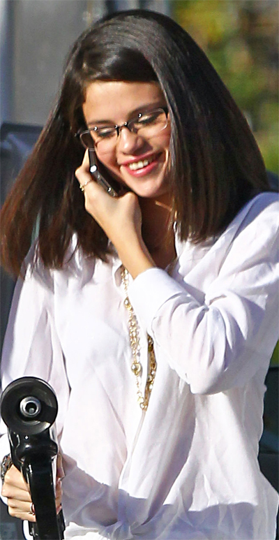 Selena Gomez With Glasses Selena Gomez
