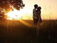 Tips Merayakan Anniversary Romantis Banget Kaya di Film Film