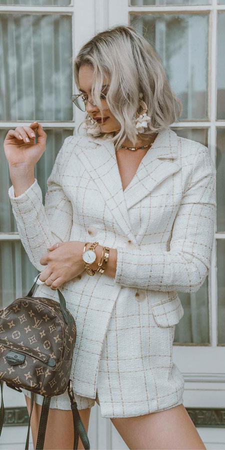 Neck plaid blazer | fashion blazer | White blazer | outfits. Find the best work blazer with these 25 womens blazer outfit ideas. Best blazer styles and blazer fashion via higiggle.com #blazer #workoutfits #fashion #style