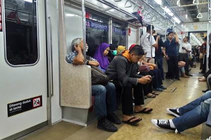 Prioritaskan Tempat Duduk Commuter Line Untuk Yang Lebih Membutuhkan