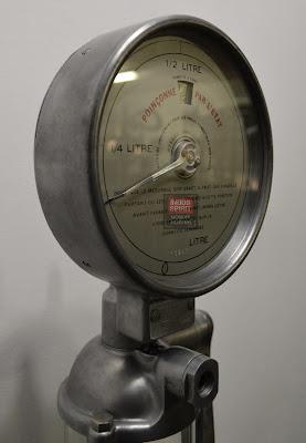 Ancienne pompe à huile