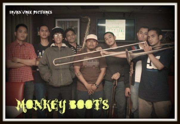 Frofil Monkey Boots