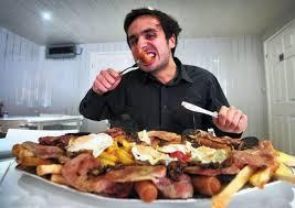 Jangan Makan Berlebihan Saat Buka Puasa