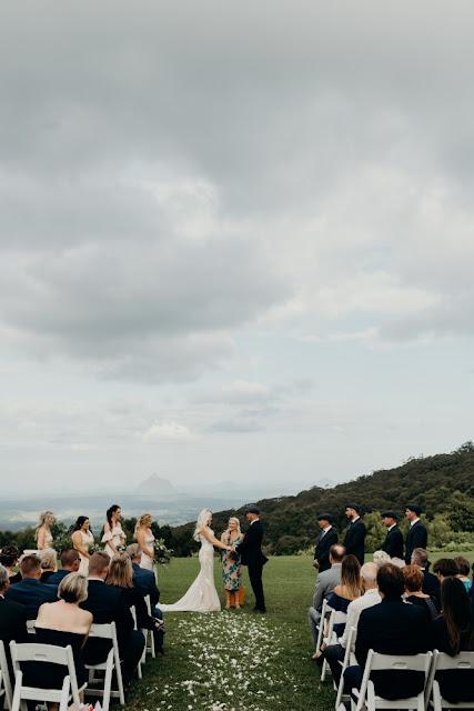 SUNSHINE COAST WEDDING CELEBRANT MARRIAGE FONTAINE PHOTO