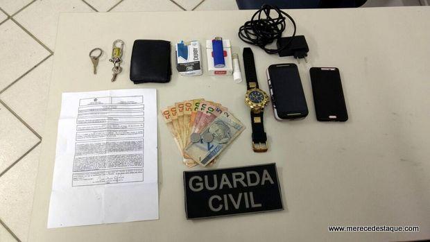 Suspeitos de praticar assaltos são detidos pela Guarda Municipal, em Santa Cruz