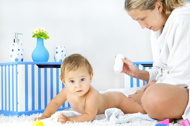 Mitos Seputar Bedak Bayi yang Perlu Anda Ketahui