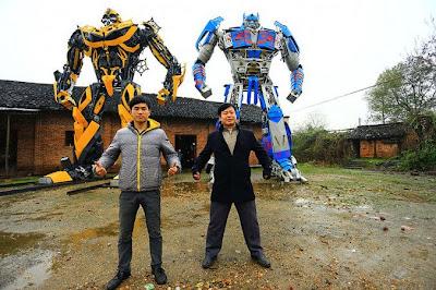 Padre e hijo en china construyen replicas de trasformers