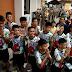 Meninos e treinador recebem alta de hospital na Tailândia