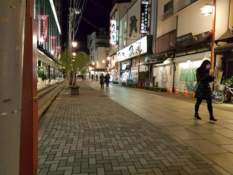 夜晚的淺草街道