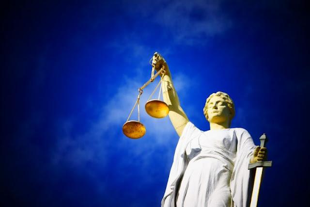 Βρε, λες να μην είναι εντελώς ανεξάρτητη η Δικαιοσύνη;