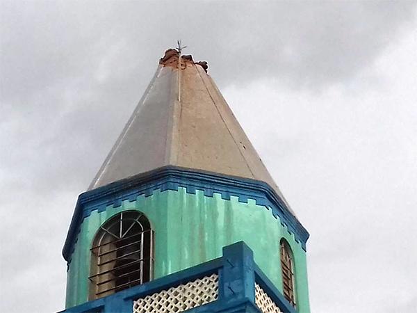 Durante temporal, raio destrói torre de igreja no interior do Piauí